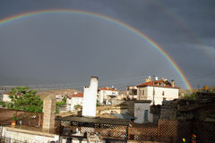 Arco iris de la tarde sobre Mustafapasha Imagenes de archivo