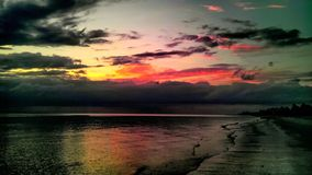 Arco iris de las naturalezas reflejado en el golfo en Nápoles la Florida Imagen de archivo libre de regalías