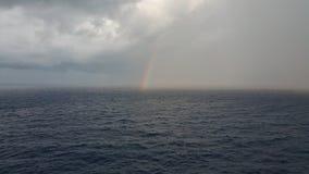Arco iris del Océano Pacífico imagen de archivo