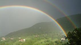 Arco iris doble hermoso imagenes de archivo