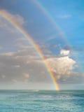 Arco iris doble sobre el océano Fotos de archivo libres de regalías