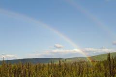 Arco iris en campo Foto de archivo libre de regalías