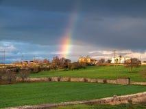 Arco iris en campo. Apulia. imagenes de archivo