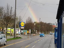 Arco iris en ciudad Fotos de archivo