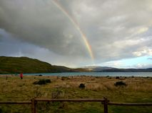 Arco iris en el grande camping de Paine imagen de archivo