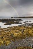 Arco iris en el lago Eishort en la isla de Skye Imagenes de archivo