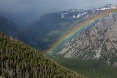 Arco iris en el paso de Beartooth Imagenes de archivo
