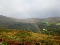 Arco iris en el sudoeste Irlanda Imágenes de archivo libres de regalías