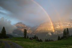 Arco iris en el valle de Grindelwald, Suiza Foto de archivo libre de regalías