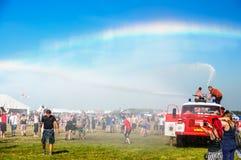 Arco iris en festival de música Imagenes de archivo