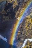 Arco iris en la cascada Fotografía de archivo libre de regalías