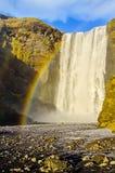 Arco iris en la cascada Islandia de Skogafoss Fotografía de archivo libre de regalías