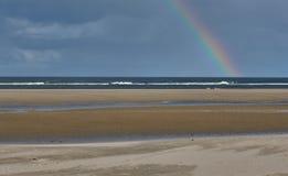 Arco iris en la isla del wangerooge en el Mar del Norte en Alemania foto de archivo