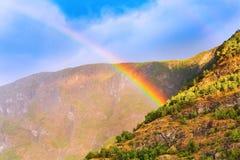 Arco iris en la montaña de Noruega Imágenes de archivo libres de regalías