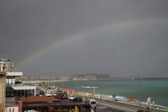 Arco iris en la playa fotos de archivo