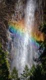 Arco iris en las caídas de Bridalveil Imagen de archivo libre de regalías