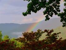 Arco iris en las montañas Imagen de archivo libre de regalías