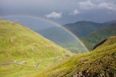 Arco iris en las montan@as Imagen de archivo libre de regalías