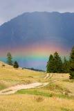 Arco iris en montañas Fotos de archivo libres de regalías