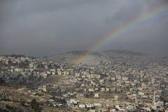Arco iris en una vista de pueblos alrededor de Jerusalén e B H Imagen de archivo