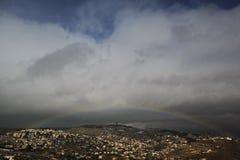 Arco iris en una vista de pueblos alrededor de Jerusalén e B H Imagen de archivo libre de regalías