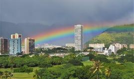 Arco iris Honolulu del este foto de archivo