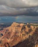 Arco iris impresionante sobre el borde del sur de Grand Canyon, Arizona, los E.E.U.U. Fotografía de archivo libre de regalías