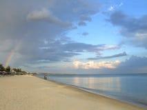 Arco iris natural sobre la playa Fotografía de archivo libre de regalías