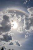 Arco iris redondo con Sun y las nubes Imagen de archivo libre de regalías