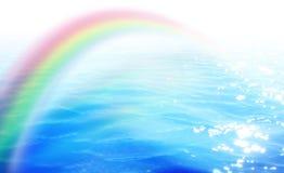 Arco iris sobre el agua ilustración del vector