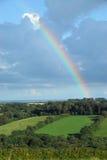 Arco iris sobre el campo inglés Foto de archivo libre de regalías