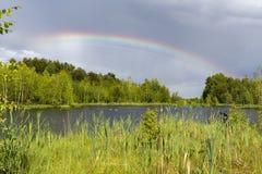 Arco iris sobre el lago Fotos de archivo