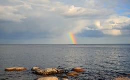 Arco iris sobre el lago ladoga Fotografía de archivo libre de regalías