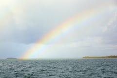 Arco iris sobre el mar Imagen de archivo libre de regalías