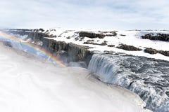 Arco iris sobre la cascada de Dettifoss en el parque nacional de Vatnajokull, Islandia del norte Fotografía de archivo