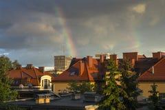 Arco iris sobre la ciudad Imágenes de archivo libres de regalías