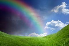 Arco iris sobre las colinas verdes Imagenes de archivo