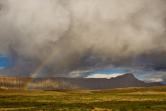 Arco iris sobre Mt Garfield, Grand Junction, Colorado Imagen de archivo