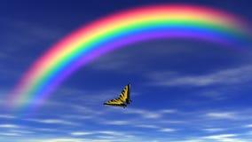 Arco iris y cielo azul almacen de metraje de vídeo