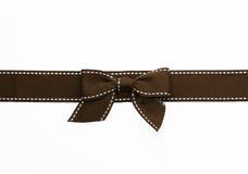 Arco marrone operato del regalo del nastro Immagine Stock