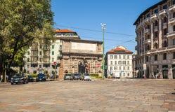 Arco monumental de Porta Romana en Milán Foto de archivo