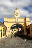 Arco na cidade de Antígua Fotos de Stock Royalty Free
