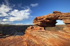 Arco natural de la roca de la ventana de la naturaleza en Kalbarri NP, Australia imagenes de archivo