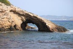 Arco natural en la roca Foto de archivo libre de regalías