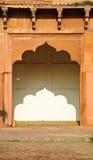 Arco nella fortificazione di Agra, India Fotografie Stock Libere da Diritti