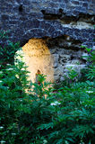 Arco nella vecchia parete fotografia stock libera da diritti