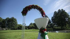 Arco para as decorações da flor da cerimônia de casamento filme