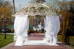 Arco para la ceremonia de boda Fotografía de archivo libre de regalías