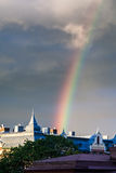 Arco-íris surpreendente sobre a cidade de Gothenburg, close-up da Suécia Imagem de Stock