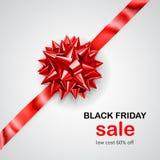 Arco rojo con diagonalmente la cinta con la venta de Black Friday de la sombra y de la inscripción libre illustration